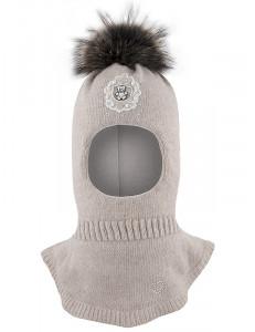 Шапка-шлем для девочек бежевого цвета с бусинками ОБАЯШКА